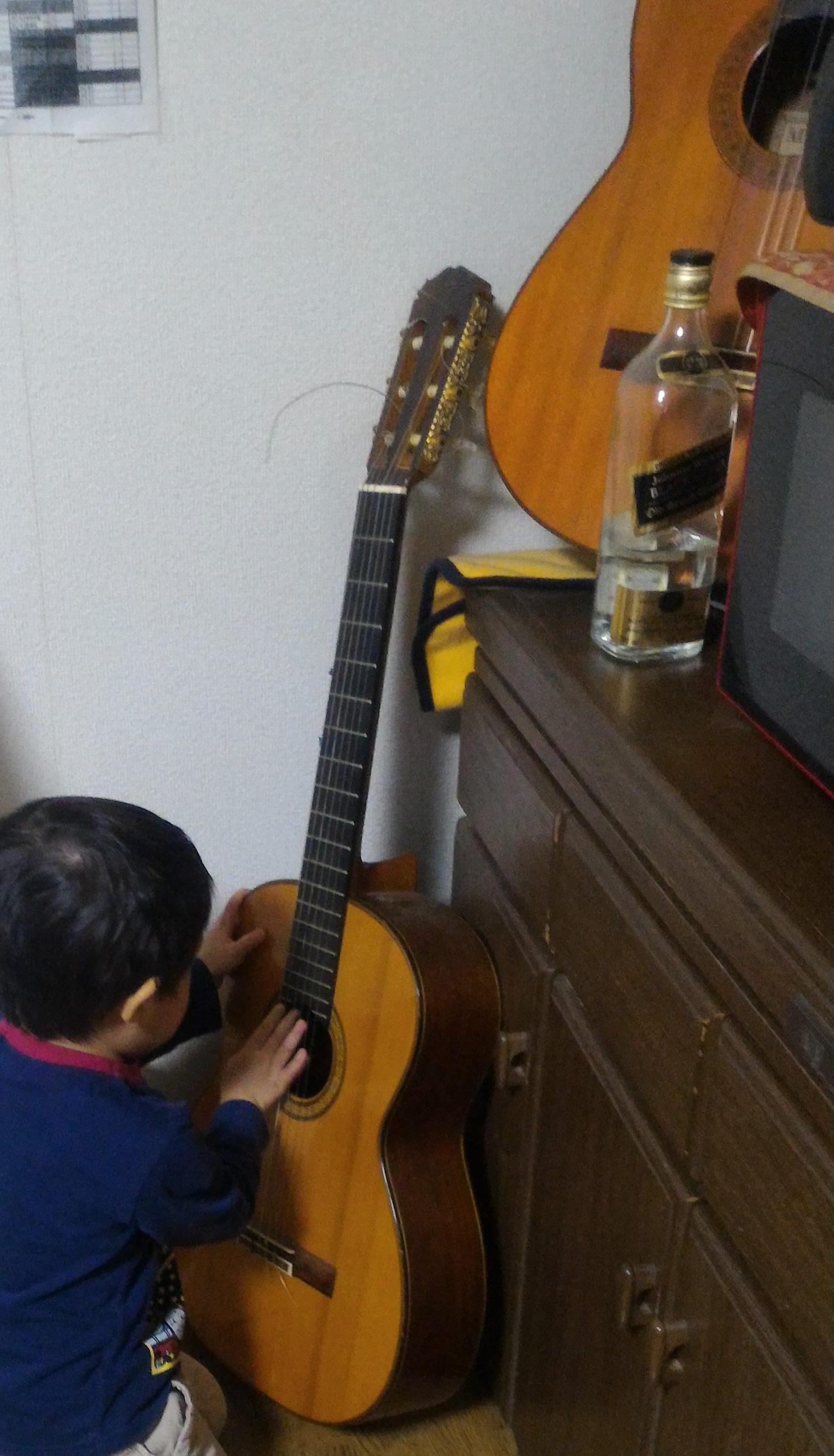 1本目:メーカー等不明 / 2本目:田村満 (クラシックギター)|京都府相楽郡